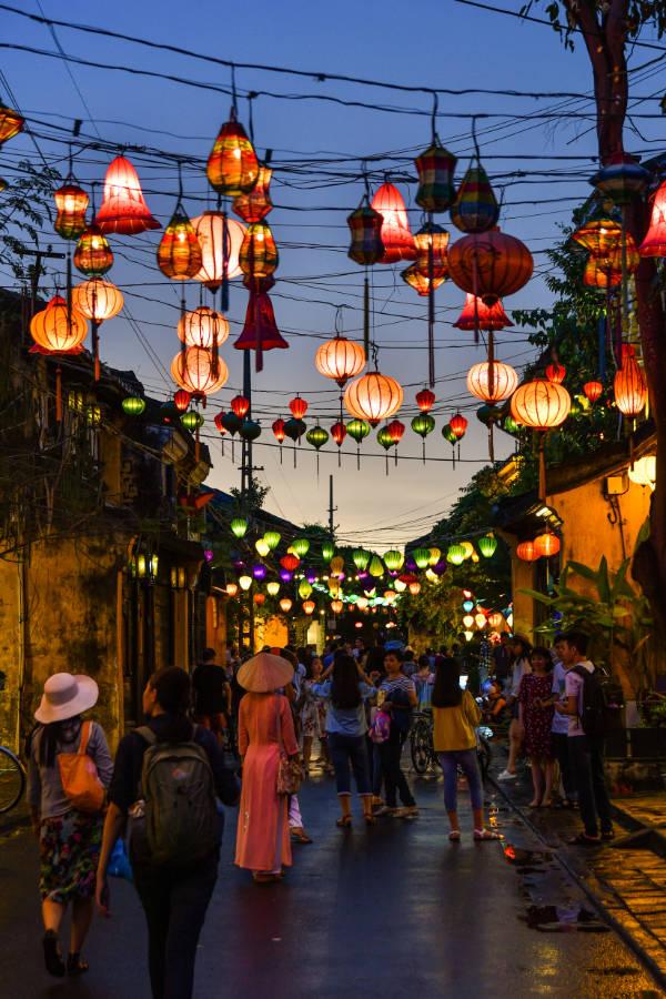 Le colorate luci delle lanterne di Hoi An