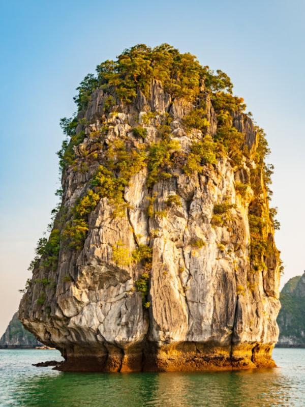Isolotto nella baia di Halong Bay