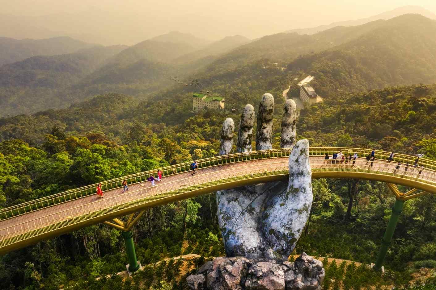 """Il famoso """"Golden Bridge"""" di Da Nang"""