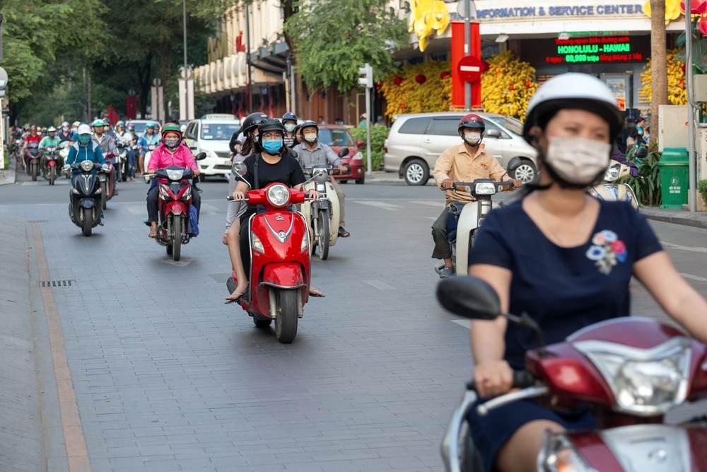 Mascherine per le strade del Vietnam
