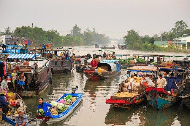 Sul delta del Mekong in Vietnam a tra le barche del mercato galleggiante