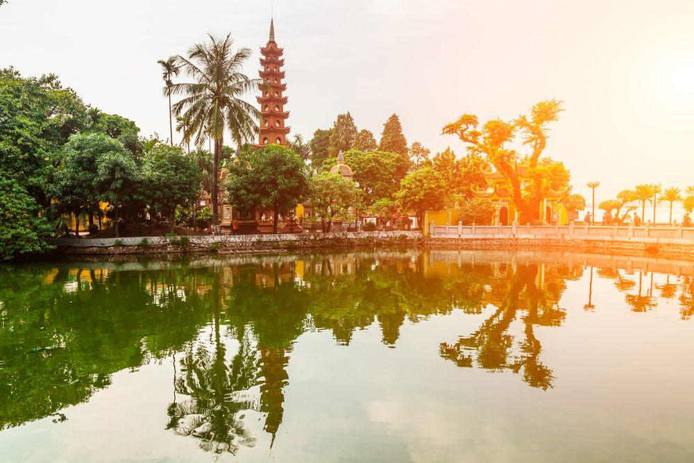 Il tempio di Tran Quoc al tramonto