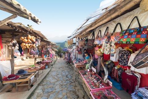 Il mercato locale di Sapa è da vedere